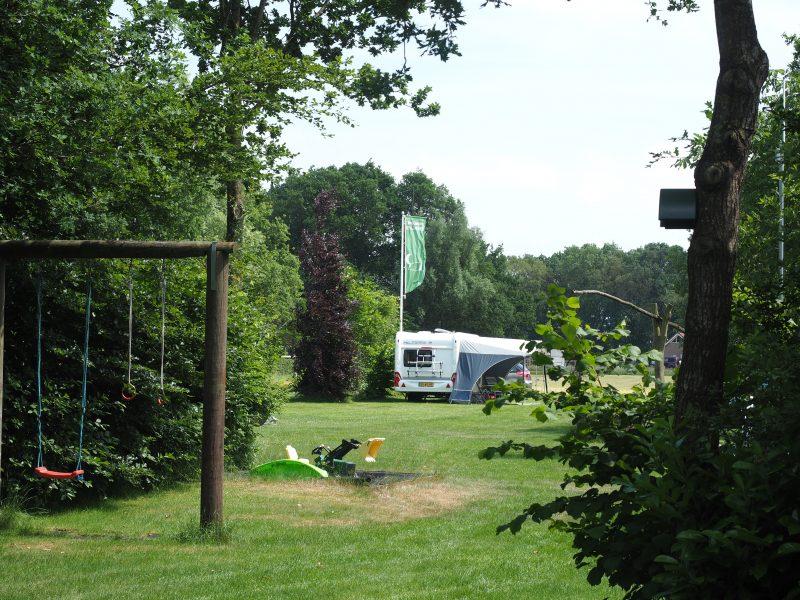 Speelplek en schommel camping